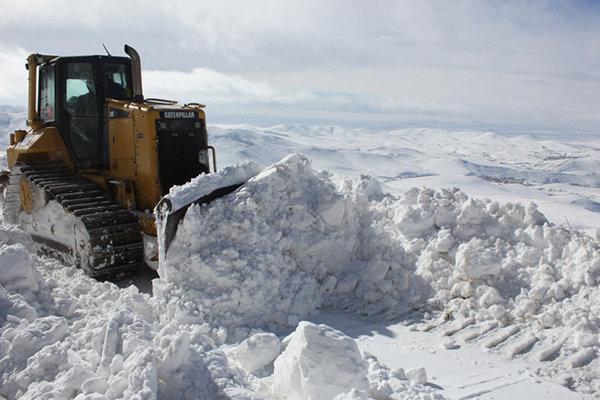 برف و کولاک راه ارتباطی 45 روستای استان زنجان را مسدود کرد