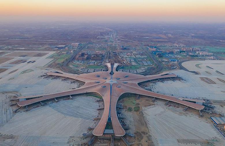 فرودگاه 9 میلیارد دلاری پکن با دوربین های تشخیص چهره 360 درجه منتظر اولین مسافران است