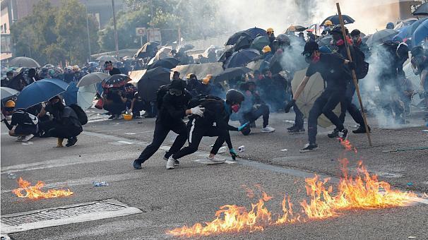 هنگ کنگ؛ درگیری شدید پلیس با معترضان همزمان با جشن 70 سالگی چین کمونیست (