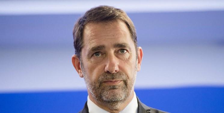با وجود نقدها، وزیر کشور فرانسه از استعفا خودداری کرد