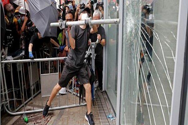 ادامه ناآرامی ها در هنگ کنگ، اختلال حمل و نقل عمومی توسط آشوب گران