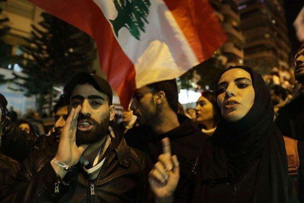 معترضان به خانه دیاب رسیدند، عکس