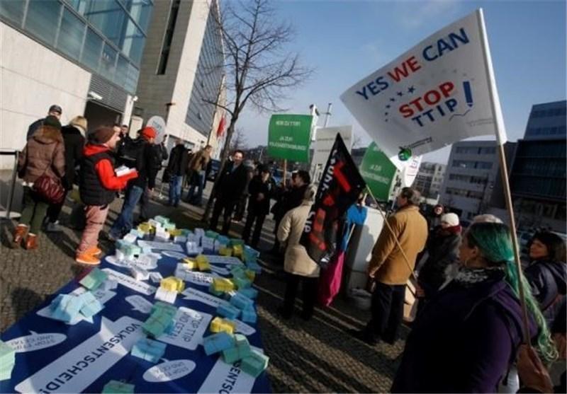 فرانسه خواهان خاتمه گفتگوهای تجارت آزاد با آمریکا شد