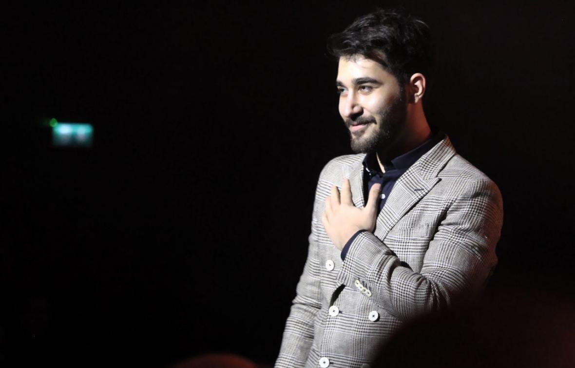 اجرای خواننده نوجوان پسند در فجر