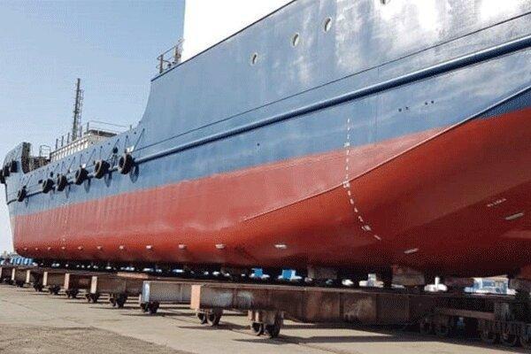 نخستین کشتی یخچال دار کشور در بندرعباس به آب انداخته شد