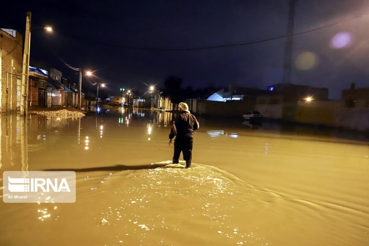 خبرنگاران بارندگی در آبادان موجب آبگرفتگی معابر شد