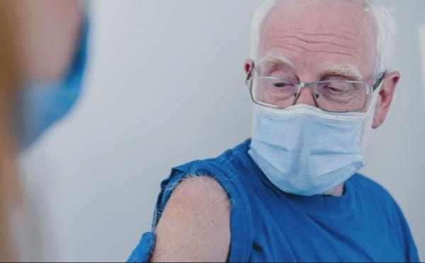 خبرنگاران چرا سالمندان باید در اولویت واکسیناسیون کووید 19 باشند؟