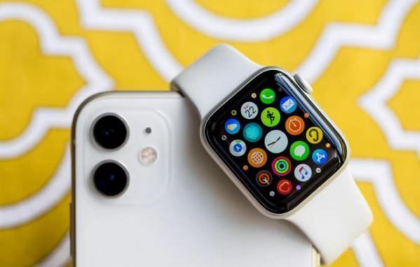اپل واچ به لطف WatchOS 7.4 می تواند قفل آیفون را باز کند