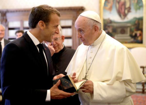 تماس تلفنی پاپ فرانسیس با ماکرون