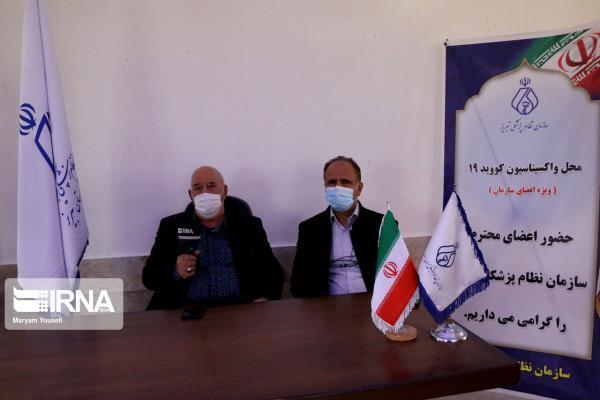 خبرنگاران اعضای نظام پزشکی تبریز واکسن کرونا دریافت می نمایند