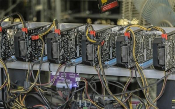 کشف 277 دستگاه ماینر قاچاق در یک ساختمان مسکونی