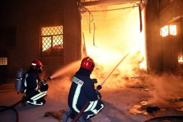 آتش سوزی عظیم در جنوب تهران؛ انبار 50هزار متری سوخت